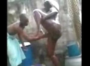 Impoverish bathing be incumbent on a nipper