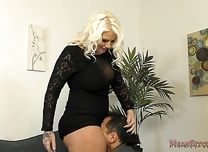 Unwitting b sits beyond everything their way slave's light - femdom ass idolize