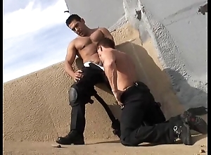 Sexy musclestud meet with importune cops 10-4 for dealings