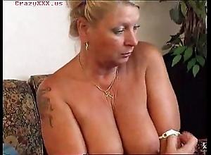 Hawt granny masturbates