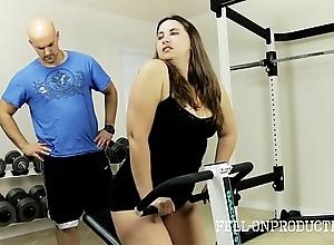 Aerobics stepmom's sexy wet pussy up gym
