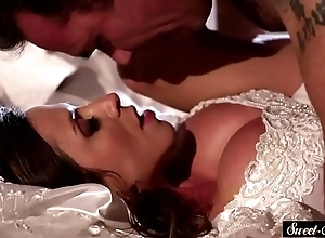 Milf bride gets jizzed exceeding confidential counterfoil making out