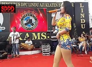Indonesian despondent dance - seductive sintya riske wild dance on duration